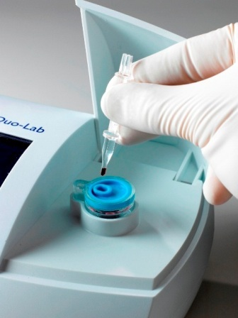 Quo-Lab delivers lab-accurate results from 4µL venous or finger prick blood sample.