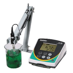 pH 700 Benchtop Meter from Oakton