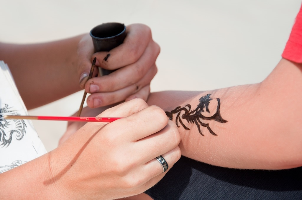 How safe are black henna tattoos for Red henna tattoo