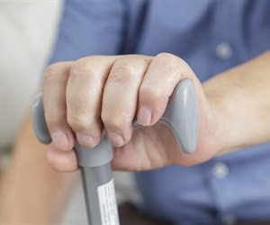 Early Parkinson's disease patients wait too long before seeking medical attention