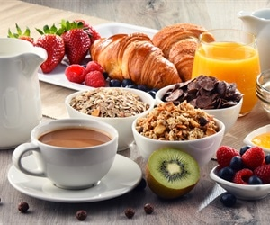 Turning off the TV and eating energy-rich breakfast could lead to a healthy heart