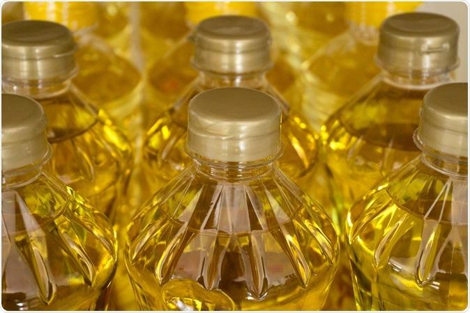 Canolo oil bottles. Image Credit: natthawut ngoensanthia / Shutterstock