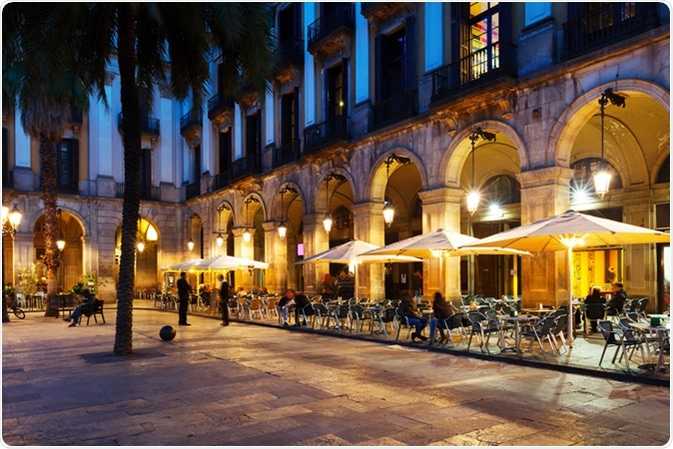 Outdoor restaurants Barcelona, Spain. Image Credit: Iakov Filimonov / Shutterstock