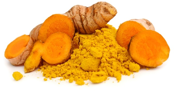 Turmeric powder and turmeric. Image Credit: COLOA Studio / Shutterstock
