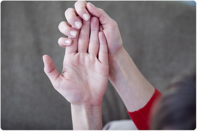 Woman with raynaud's syndrome in hands - By Image Point Fr
