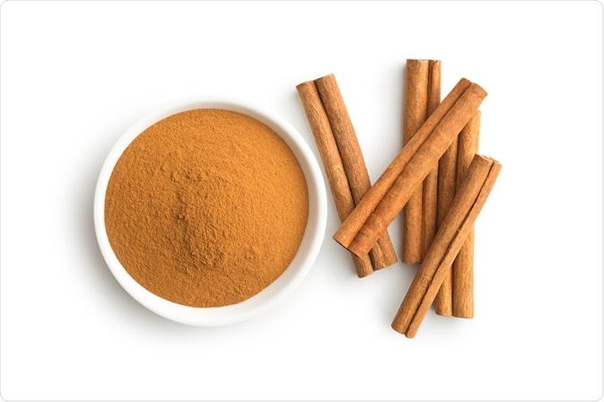 Cinammon sticks and ground cinnamon - A photo by Jiri Hera