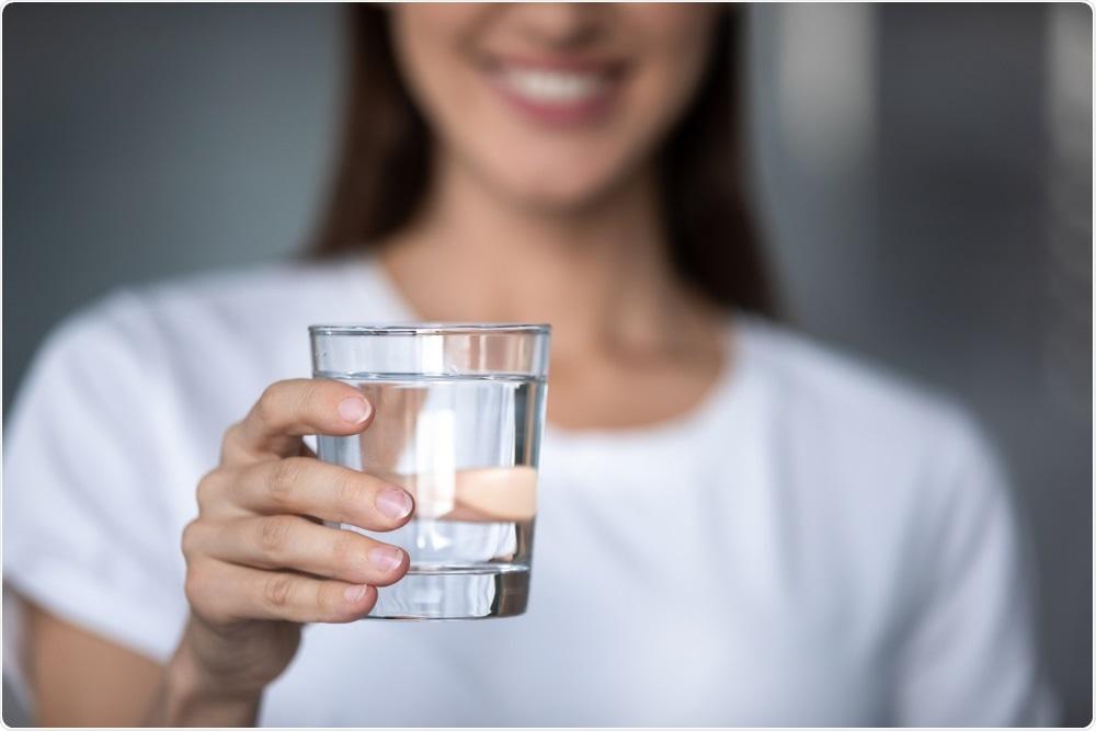 Perché è bene bere acqua dopo essersi alzati?